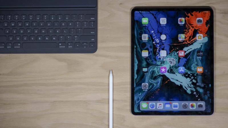 """Эксперты сходятся во мнениях, касающихся нового iPad Pro. Планшет отличается своей мощной начинкой, а также удобными параметрами, что делает его наиболее универсальным """"компьютером"""""""